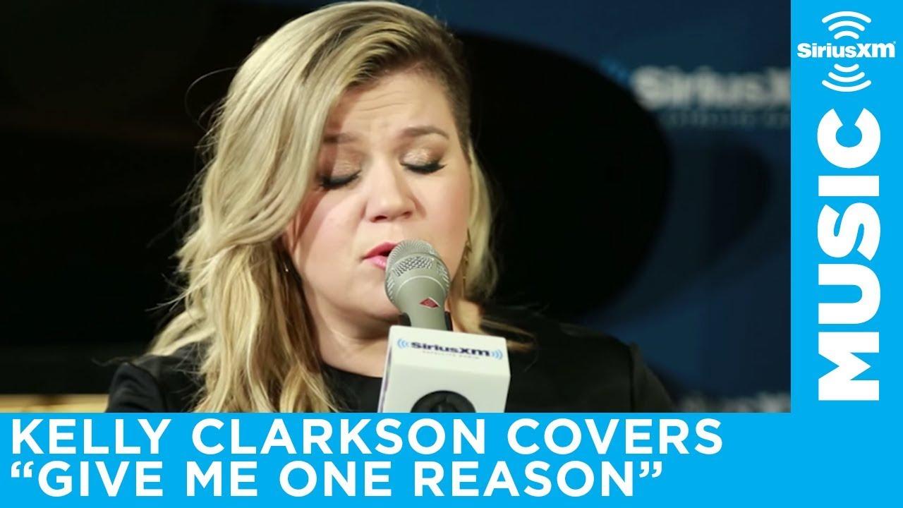 δεν συνδέω στίχους Κέλι Κλάρκσον. Κολλέγιο κορίτσι που χρονολογείται ένα αγόρι λυκείου