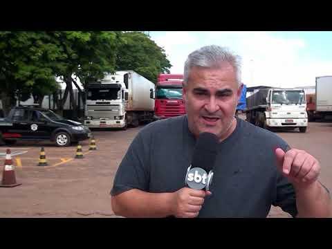 Caminhoneiros fecham rodovia e pedem fim da greve de auditores da Receita