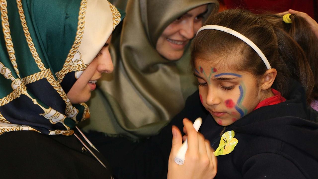 İHH'dan Yetim Ve Öksüz Çocuklara Doğum Günü Sürprizi