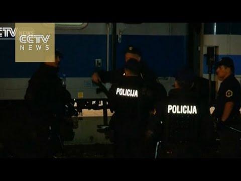 Slovenia allows migrants to enter refugee center