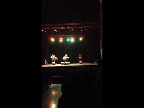Samuela Schilirò - Se avessi tempo live al Teatro Comunale di Siracusa (TRIO ACUSTICO)