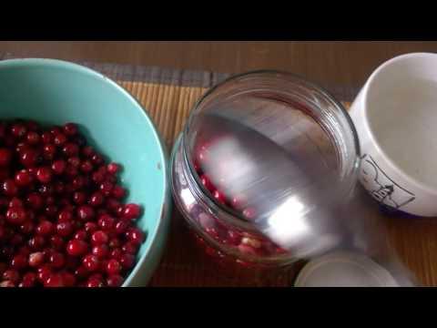 Как хранить бруснику на зиму в воде