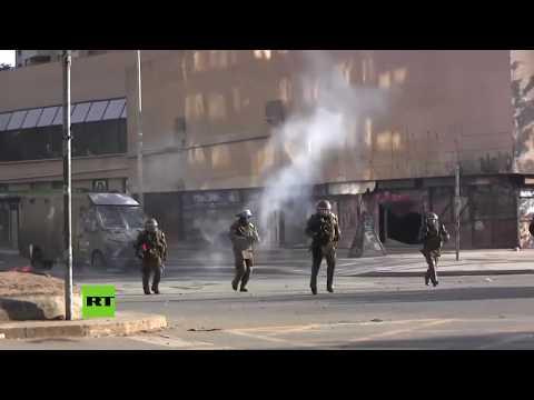 Choques entre manifestantes y policías en Chile