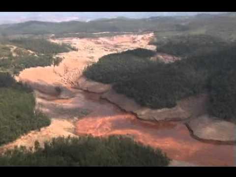 Lama de barragem da Mineradora Samarco sepulta rios e matas por onde passa
