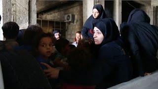النظام وميليشياته يتخذان مدنيين في حلب دروعاً بشرية