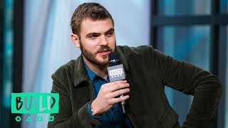 Alex Roe On His Chemistry With
