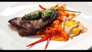 Минутный стейк со смайл-глазуньей и чесночным маслом | Мясо. От филе до фарша