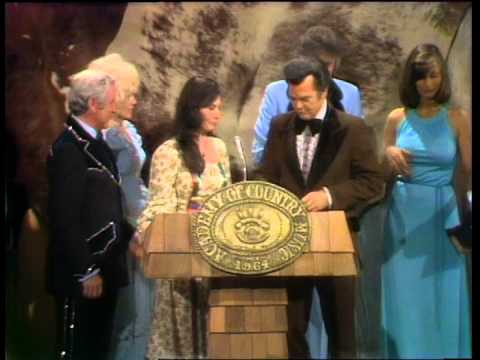 Conway Twitty & Loretta Lynn Win Top Vocal Group - ACM Awards 1975