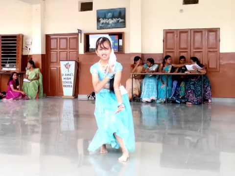 Mansi performing talent day- Ratt Ka Samaa Zoome Chandrama....