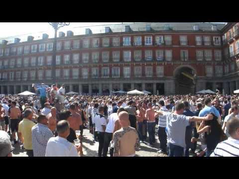Tottenham fans insulting Adebayor song  Plaza Mayor Madrid, 5042011
