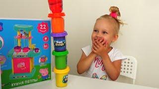Алиса празднует 3 годика Свинки Пеппы подарок и тортик для Пеппы Пиг Peppa Pig birthday party