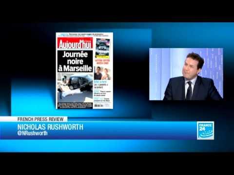 Love padlocks 'threaten' Paris bridges