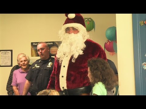 Santa teams up with local police during visit to Hoosier Prairie Elementary School