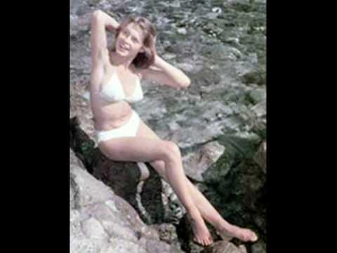 Dalida - Pezzettini di bikini (Itsy bitsy teenie weenie yellow polka dot bikini) 1960