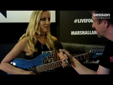 Interview mit Nita Strauss (Alice Cooper) im Abbey Road Institute Frankfurt von session