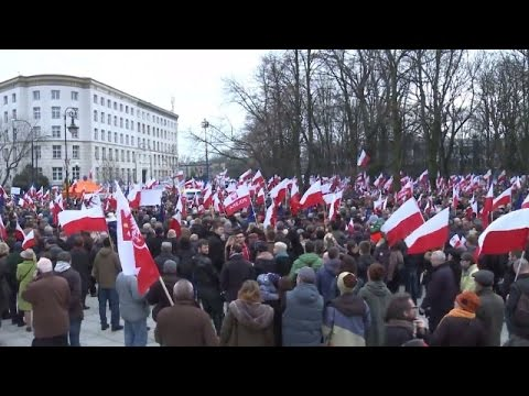 LIVE: Anti-government march hits the streets of Warsaw
