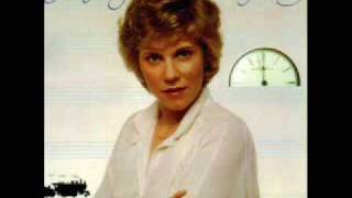 "• Anne Murray • The French Waltz / Moon Over Brooklyn • [1980] • ""Somebody´s Waiting"" •"