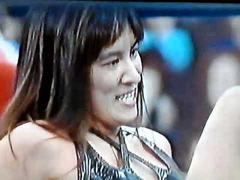 オッパイを揉みチンポを見せ大激怒する女子プロレスラー!!!