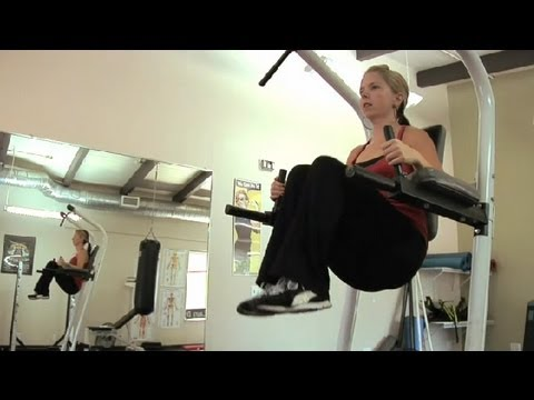 Exercises On A Vertical Knee Raise & Dip Station Power Tower : Personal Fitness