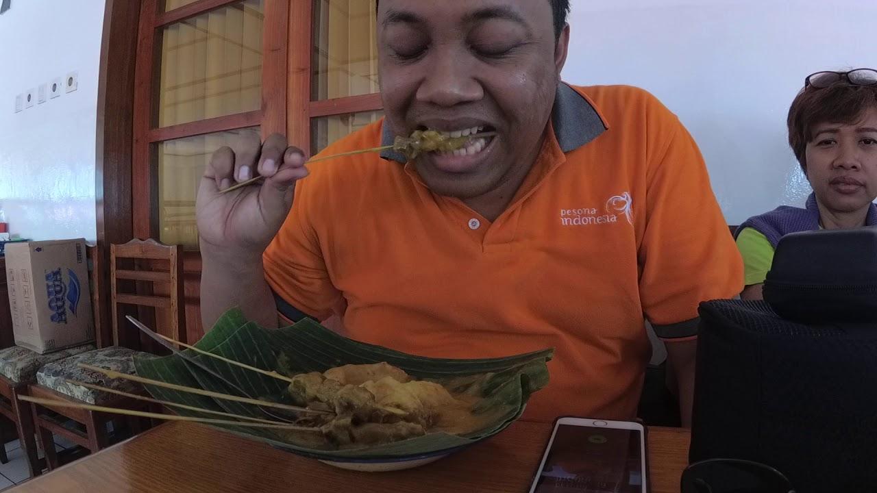 Makan Sate Padang di Padang