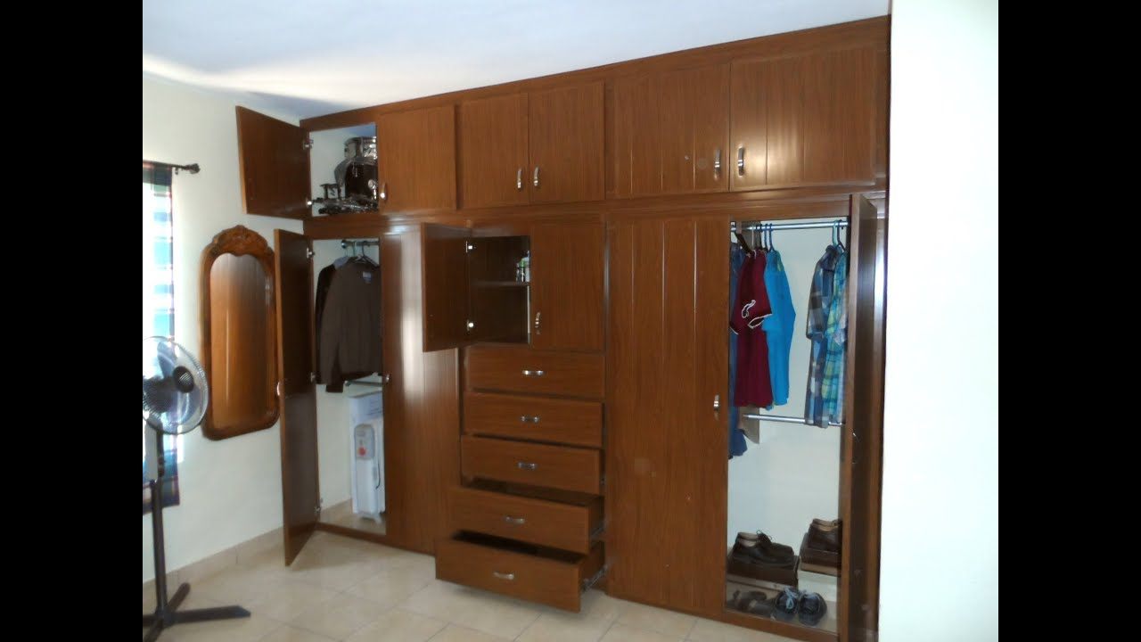 Video closet de pvc con cajonera ancha y puertas abatibles for Disenos de zapateras para closet
