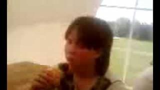 Maéva entraiin de Manger son Croissant ^^