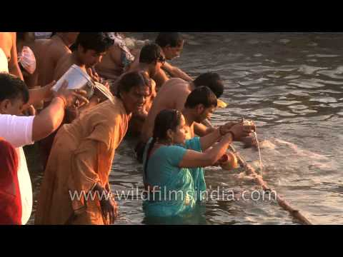 Devotees paid obeisance at Varanasi Ghat on the occasion of Maha Shivratri