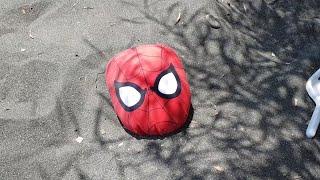 Berat Ve Buğra Spiderman'i Kuma Gömdü