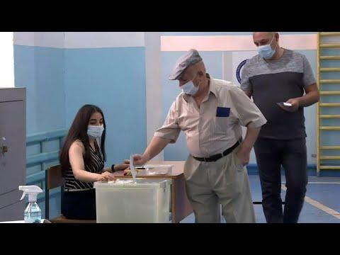 В Армении около двух часов назад завершились внеочередные парламентские выборы.