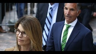 Lori Loughlin, Mossimo Giannulli accused by prosecutors of withholding college admissions scandal ev