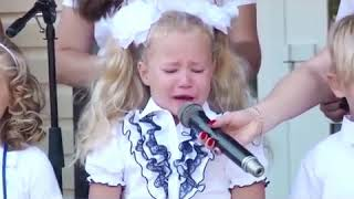 Девочка плачет на линейке