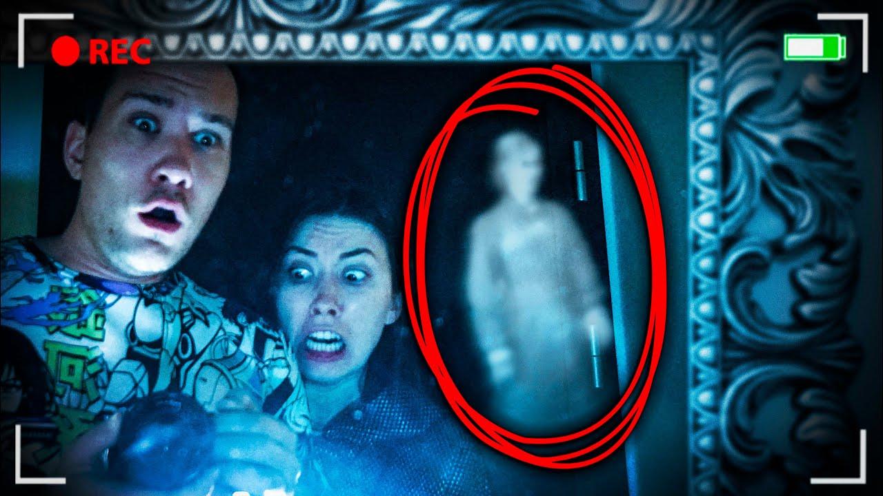 Скрытая камера сняла ПРИЗРАК в зеркале Последняя НОЧЬ в доме с привидениями