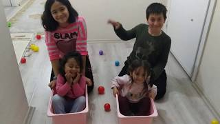 Oyuncak Sepetini Araba Yaptık ve Renkli Topları Toplama Yarışı Yaptık. Eğlenceli Çocuk Videosu