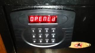 Как взломать сейф в отеле(Я забыл код сейфа и случайно обнаружил комбинацию, отпирающую сейф с любым паролем. Заодно я нашел способ..., 2013-03-28T18:27:09.000Z)