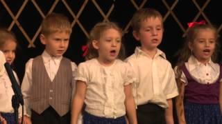 A gyerekek műsora a városi idősek napi ünnepségen