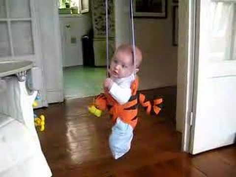 bébé sauteur 7 mois - YouTube