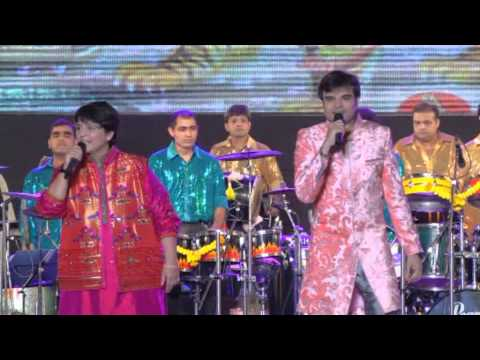 Falguni Pathak 2013 : Special Entry on Day 1