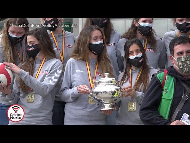 El equipo femenino de Voley de Alcobendas celebra la Copa de la Reina