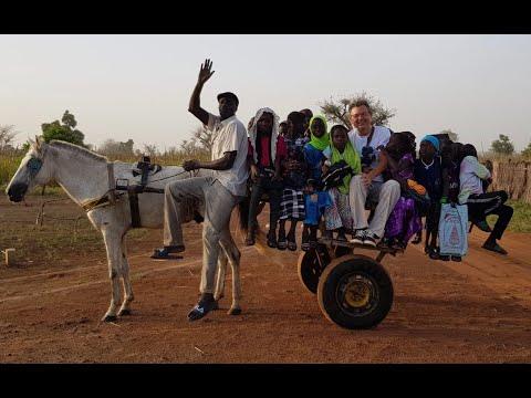 Una carreta per traslladar als més petits de l'escola