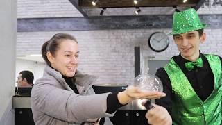 Смотреть видео Какие необычные товары раскупали на весенней ярмарке в бизнес-центре «Нагатинский»? онлайн