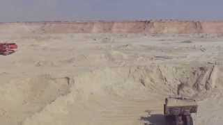 New Suez Canal: a scene in the pits November 1, 2014