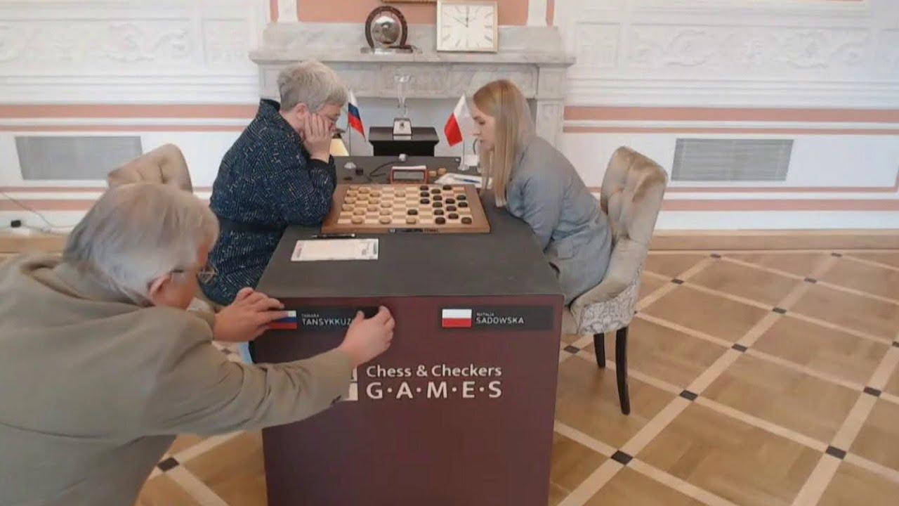 На чемпионате мира по шашкам в Польше прямо во время партии убрали со стола флаг России
