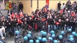 Sblocca Italia, scontri a Bagnoli: 20 agenti feriti e automezzi danneggiati thumbnail