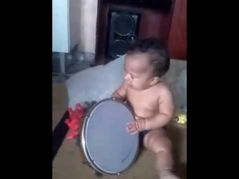 Meu sobrinho batendo pandeiro que graça Luiz...