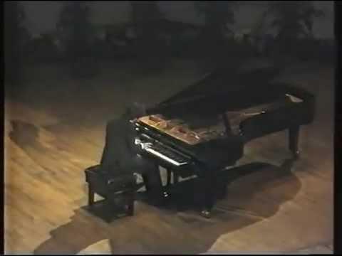 Pavel Nersessian plays Rachmaninov - Etude Tableau Op 39 No 1. Dublin, 1991