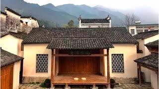 有個建築師,把黃山腳下一個舊供銷社改造成了一座工藝坊。金工、木工、...