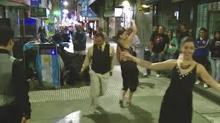 Аргентина - А.Танго - уличные танцы на части Авеню Флорида - часть Южной Америки - Путешествие.