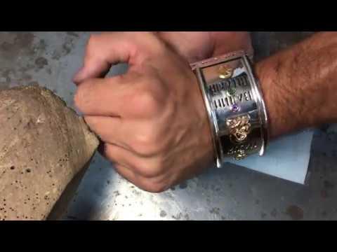 Безумно огромный серебряный браслет, с золотыми вставками на коже, чистого метала 180 грамм .