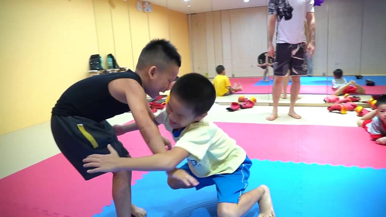 0901 防身術 - YouTube