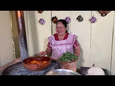 Pollo Con Verdolagas en Chile Rojo De Mi Rancho A Tu Cocina